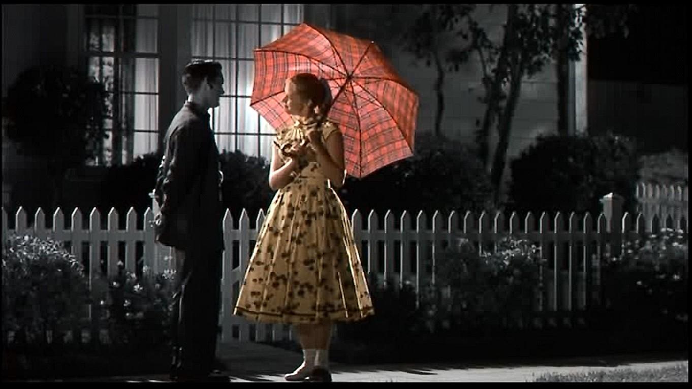 レトロな傘を広げて可愛さ満点のマーガレット💛