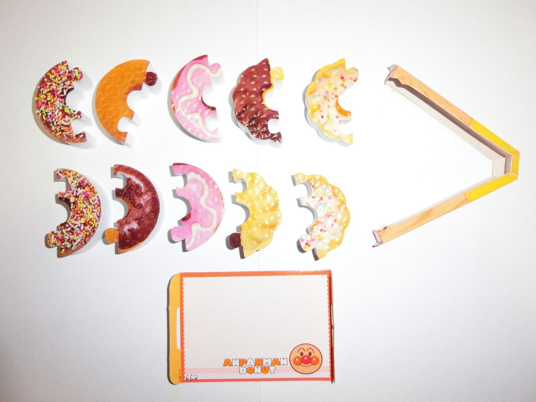 1つのドーナツを半分に分割。異なったドーナツとの組み合わせでもOK。実際にこのような組み合わせのドーナツが販売されていたら、ヒット商品になるかも ( ゚Д゚)